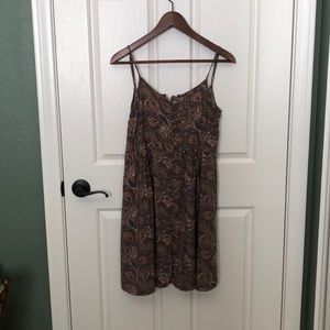 Taupe/green colored dress